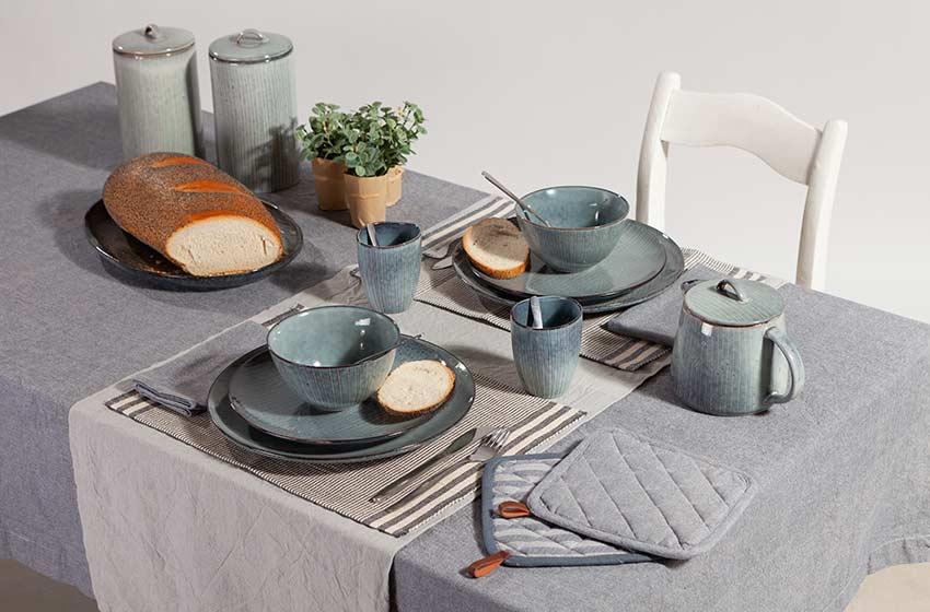 Gedekte tafel met de keukencollectie van Linen & More